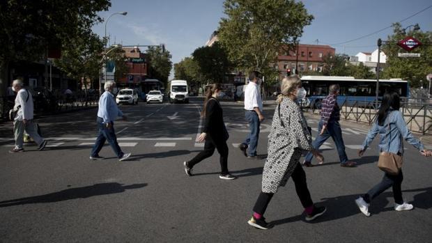Las compras de lejía, amoniaco y legumbres se disparan en zonas de Madrid a niveles de marzo
