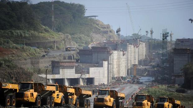 Sacyr y sus socios tendrán que devolver 206 millones por ampliación del Canal