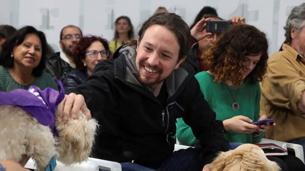 El candidato de Unidas Podemos a la presidencia del Gobierno, Pablo Iglesias, participa en un acto contra el maltrato animal, en Madrid