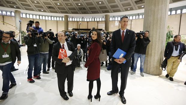 Miquel Iceta (PSC), Inés Arrimadas (C,s) y Xavier García Albiol (PP), en el Tribunal Constitucional