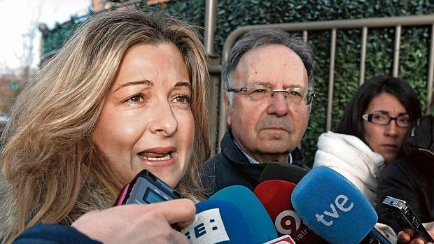 Virginia López y Miguel Bernad comparecen ante los medios en una imagen de enero de 2013