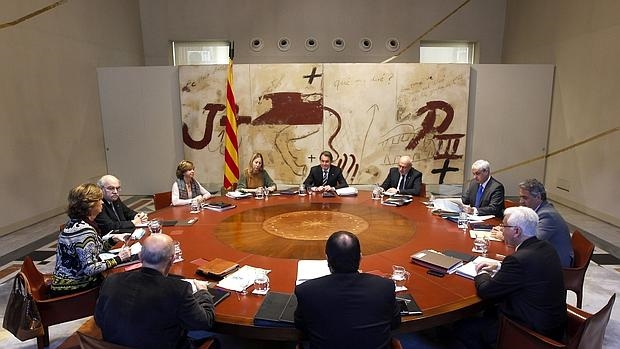 El presidente de la Generalitat en funciones, Artur Mas, preside la reunión habitual del Govern de cada martes