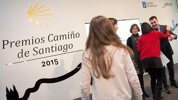 El conselleiro de Cultura y la directora de Turismo, en la entrega de los premios Camino de Santiago