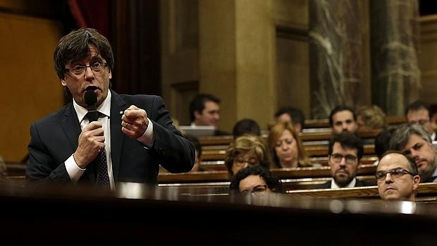Puigdemont, durante la sesión de control
