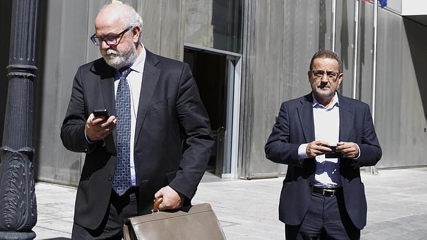 Carlos Esco y Agapito Iglesias, tras una de sus comparecencias ante los juzgados