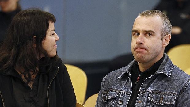 Los anarquistas «Cariñoso» y «Moniquita», durante el juicio celebrado en la Audiencia Nacional