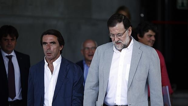 El expresidente del Gobierno, José María Aznar, junto al actual jefe del Ejecutivo, Mariano Rajoy