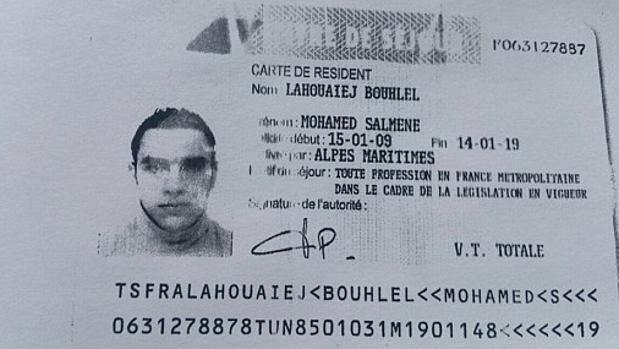 Carnet de identidad de Mohamed Lahouaiej encontrado en el camión del atentado