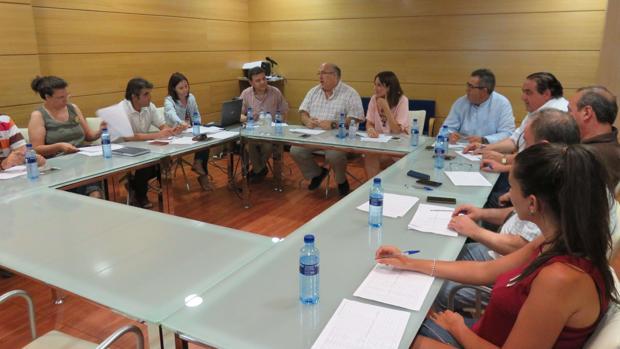 Un momento de la reunión de la comisión de selección de participantes