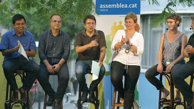 Pisarello participó ayer, junto a miembros de Junts Pel Sí y la CUP, en un debate sobre el proceso