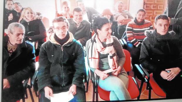 En el Ayuntamiento de Ambite (Madrid) se celebraron cuatro bodas entre españoles y marroquíes una mañana; en la imagen los contrayentes