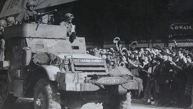 Uno de los vehículos de «La Nueve» entrando en París