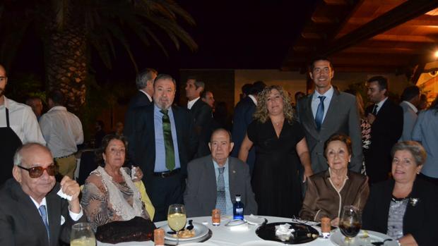 Santiago Medina, presidente de honor, con su familia