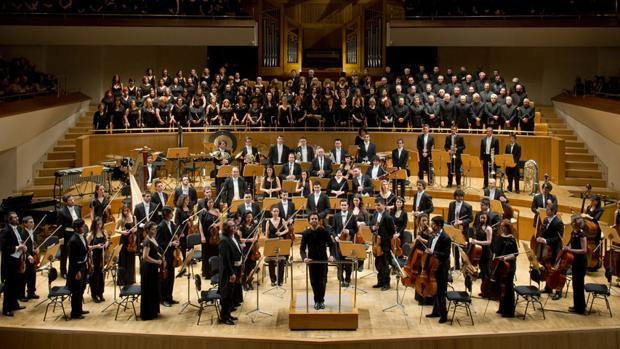 Orquesta Clásica Santa Cecilia y la Sociedad Coral Excelentia de Madrid