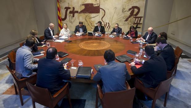 Los miembros del Govern, esta mañana durante su primera reunión del año