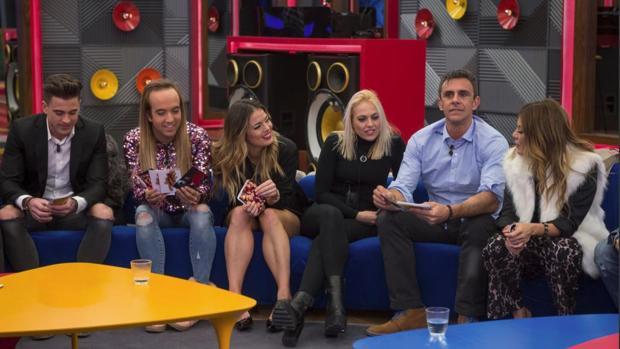 Sergio Ayala (izquierda), con el resto de concursantes del programa de Telecino