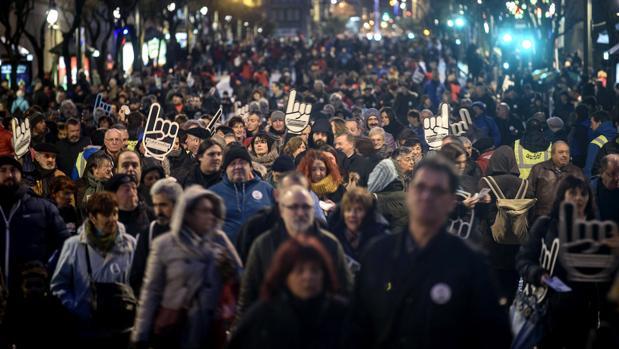 Miles de personas salen a la calle en Bilbao para pedir el traslado de los presos de ETA al País Vasco