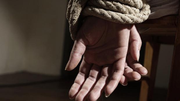 La víctima, que entonces tenía 19 años, denunció haber estado retenida y sufriendo violaciones durante tres días