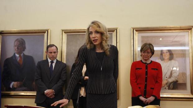 Imagen de Eldermira Barreira en 2012 jurando su cargo en el Ministerio de la Presidencia