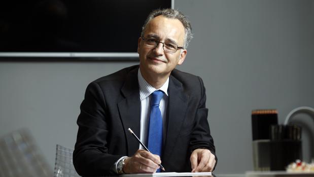 Santiago Milans del Bosch posa para ABC en su despacho de Madrid