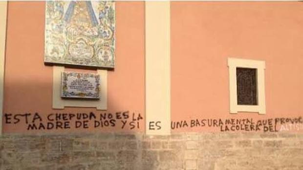Imagen de las pintadas en la Basílica de la Virgen de los Desamparados