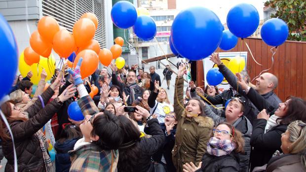 Suelta de globos en la Avenida de Toledo