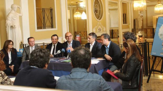 El rector de la Universidad de Alicante, Ramón Palomar, presentando el concierto