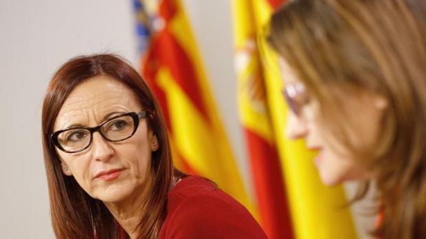 Maria Josep Amigó, con Mónica Oltra en una reunión en la Diputación de València