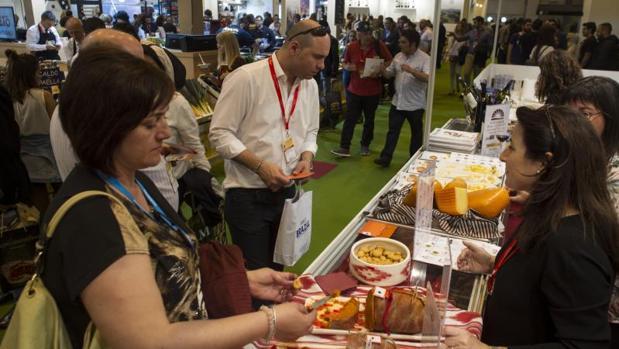 Expositor del Salón de Gourmets de Madrid, ayer, en Ifema