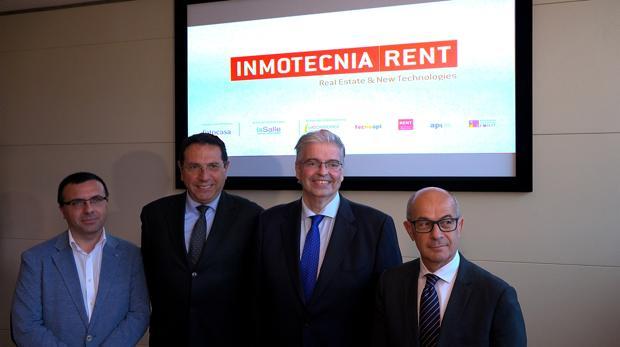 Jordi Cornet, segundo porla derecha, con los promotores del salón