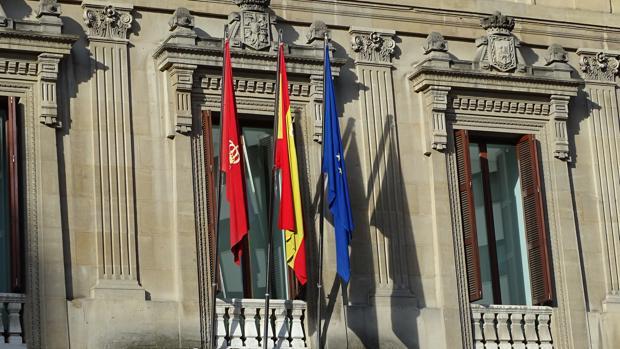 La bandera europea, en el Parlamento navarro