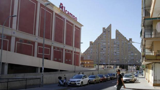 Alcampo Calendario.Tres Centros Comerciales Abriran Los Domingos En Alicante A