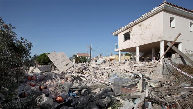 Imagen de la casa en al que se produjo la explosión ayer por la noche