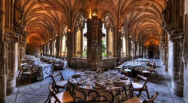 En ediciones anteriores, una de las «cenas a ciegas» se sirvió en el claustro de la catedral primada