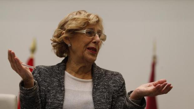 La alcaldesa de Madrid, Manuela Carmena, en el Pleno de Cibeles