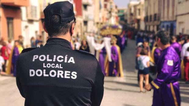 Un agente de la policía de este municipio alicantino