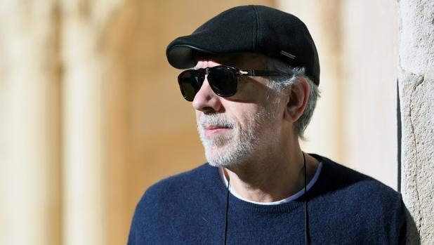 El director de cine Fernando Trueba momentos antes de participar en una mesa redonda dentro de la Muestra de Cine Europeo Ciudad de Segovia