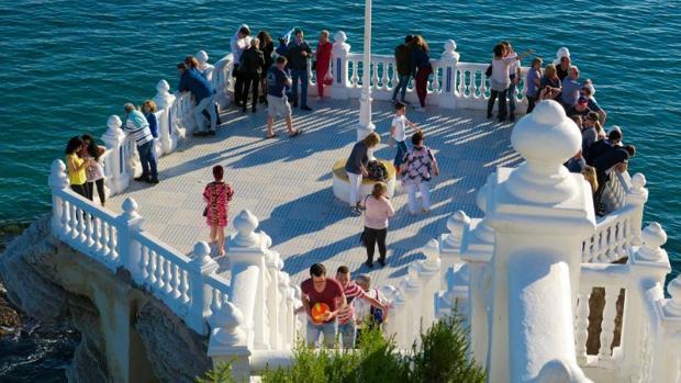 Turistas en el mirador de Benidorm