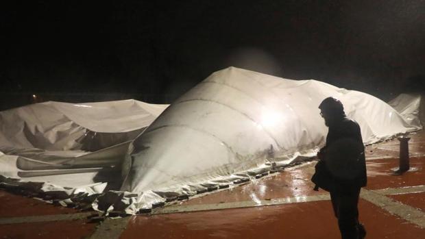 El temporal Ana se llevó una cubierta en Santiago de Compostela