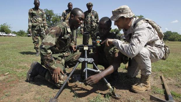 Un soldado español del centro de instrucción de Koulikoro, encargado del entrenamiento del ejército maliense