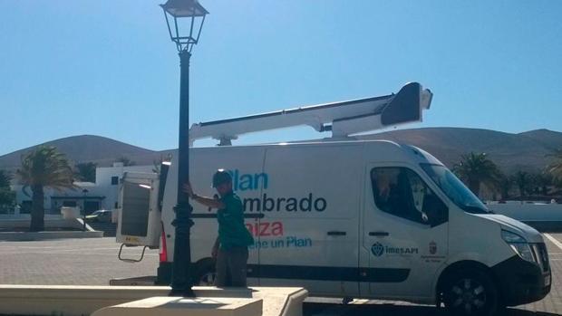 Un empleado de Impesapi en Yaiza, Lanzarote