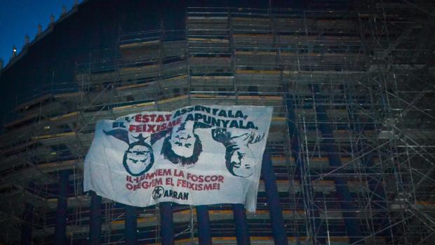 Pancarta colgada por Arran en el Ágora de Valencia