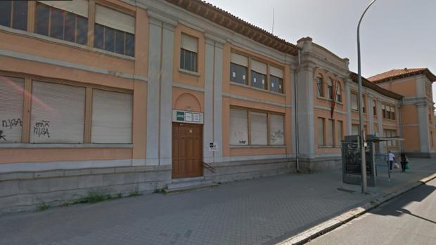 La fachada del edificio cerrado de la Uned, en la calle de Francos Rodríguez