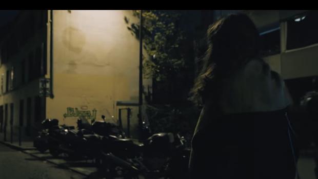 Fotograma del vídeo «Al final de la calle», dirigido por Maxime Gaudet