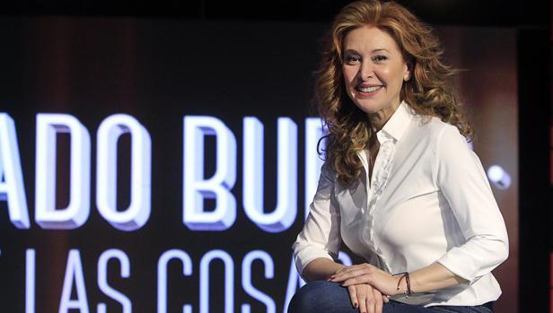 La presentadora, en el plató del programa, que produce Veralia. «Qué bello es volver a casa», dice