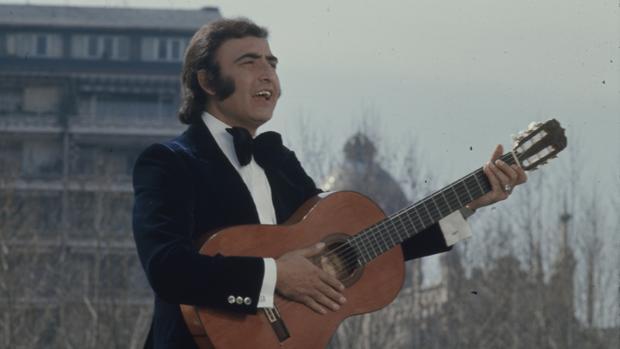 Peret, durante una grabación televisiva en 1974