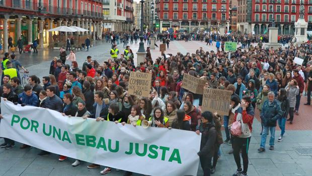 Manifestación en Valladolid de los estudiantes de Bachillerato de Castilla y León reclamanco una EBAU única