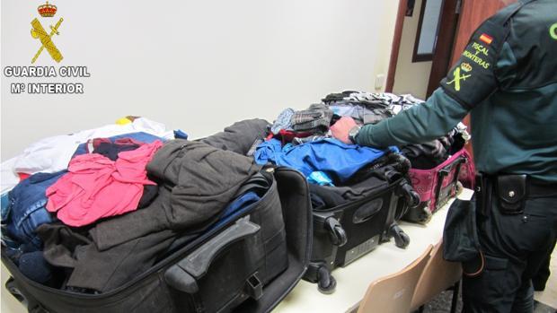 Imagen de las maletas en las que se transportaba la droga