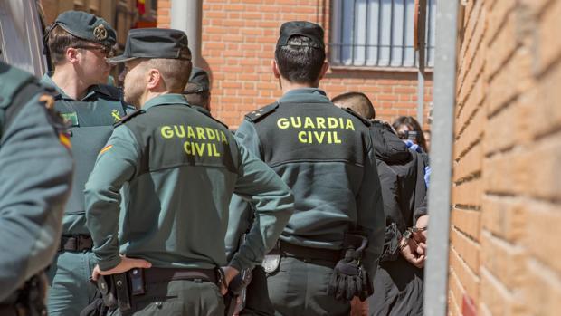 Salustiano Amador Muñoz, este martes a la salida del juzgado de Torrijos, camino de Ocaña I