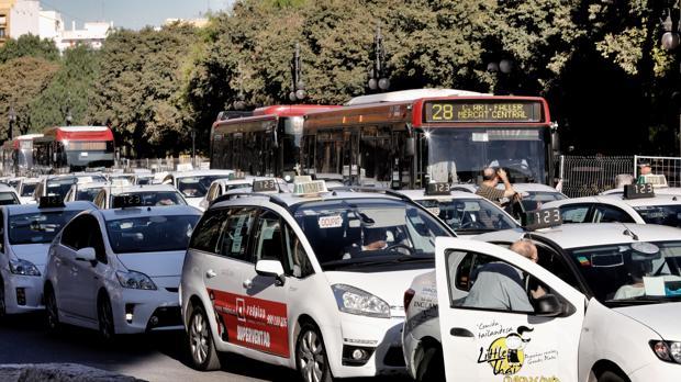 Los taxis en Valencia son «notablemente» más baratos que Uber y Cabify